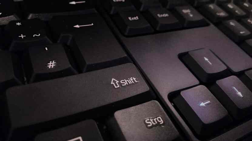Как решить проблему с неработающей клавишей Shift на компьютере