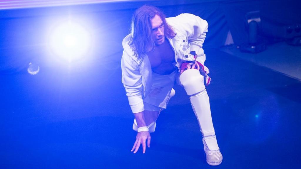 Carter haciendo su entrada en NXT UK