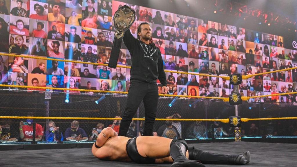 Adam Cole levanta el título de NXT