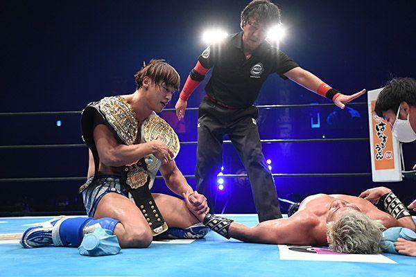 Ibushi y Sanada tras el combate