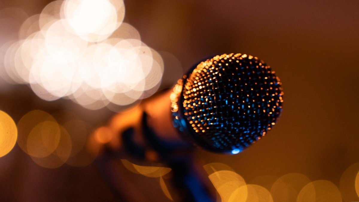 Leeres Mikrofon bevor das Konzert beginnt