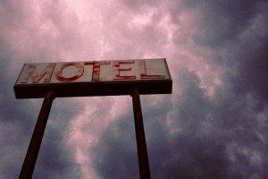 Un hotel como reino de Diego Alonso R.