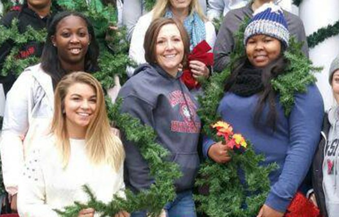 Social Work Students Help Decorate President's House for the Holidays