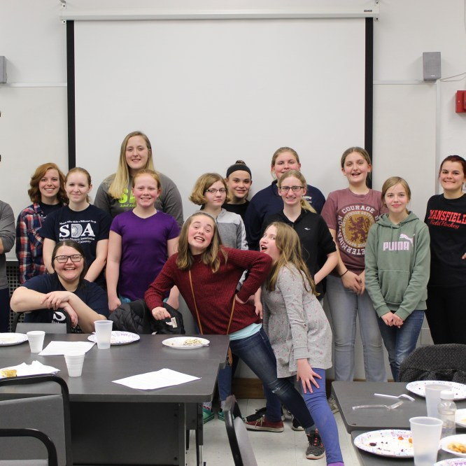 MU Student Dietetic Association Assist Local Girl Scouts