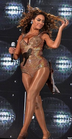 Beyonce-Showing-Thigh.jpg