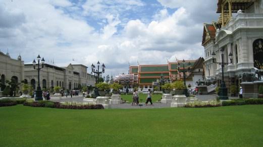garden inside the palace in bangkok