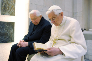 Pope Emeritus Benedict XVI meets with his brother Monsignor Georg Ratzinger at the Vatican -- photo: dpa