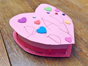 Heart Box for Daddy: Make a heart shaped box from a recycled cereal box. Fun project for kids. Valentines for kids.