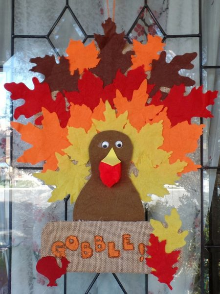 Simple Thanksgiving Turkey Banner - made with burlap and felt leaves. Thanksgiving door decoration. Turkey decoration.