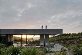 Island-Retreat-by-Fearon-Hay-Architects-