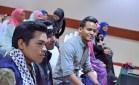 Mu'adz, Faizal dan Aizat bersedia sebelum sidang media dimulakan.