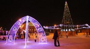 Специалисты МУППЭС украсили город к Новому году