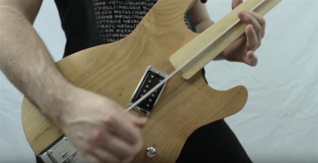 Um guitarra de uma corda, ou Djentstick