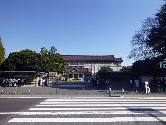 開館を待つ東京国立博物館