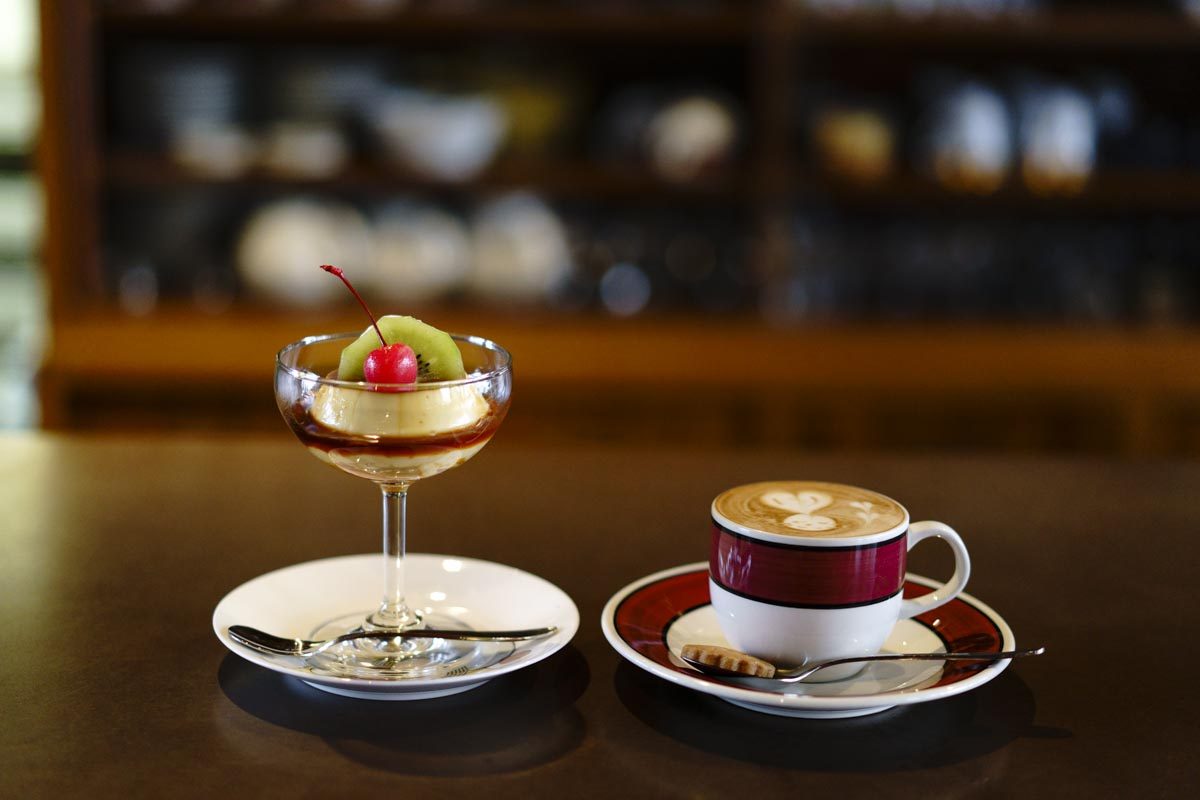 喫茶アイボリー カスタードプリンとカプチーノ
