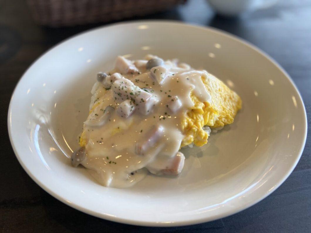 A-cafeのオムライスホワイトソース