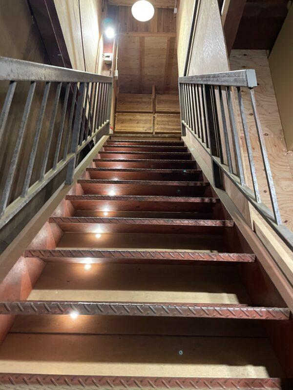 お茶屋の隠れ家階段