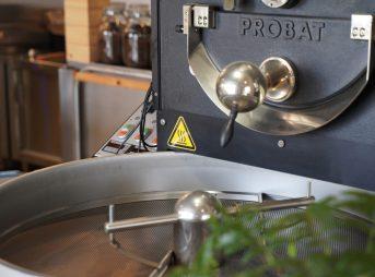 タタズミコーヒー焙煎場の焙煎機