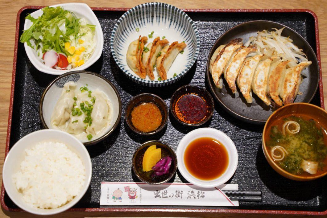 浜松弍輪舎餃子の定食