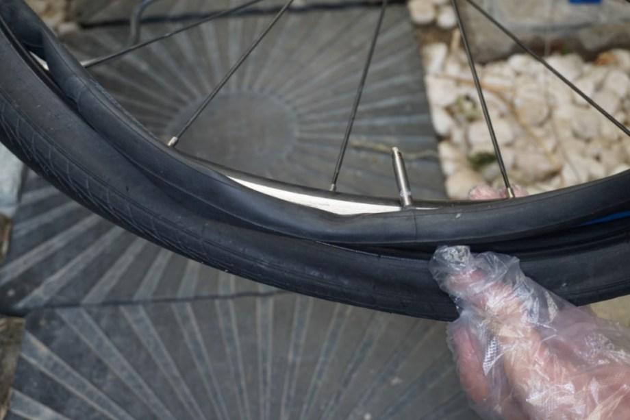 チューブ パンク修理方法 ママチャリ 自転車 700Cタイヤ クロスバイク