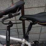 腰の痛みを軽減するための自転車シートポストたち