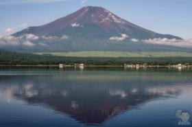 『山中湖からの逆さ富士』PIXTA作品シリーズ