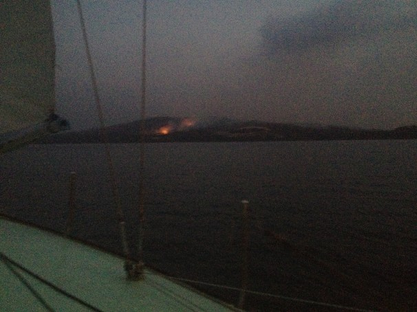 the view on day 2 as we arrive home to Murdunna, Sommers Bay is still under threat from the fire and the changing conditions. Darkness prevails as night arrives, the flames a glowing reminder of imminent danger.