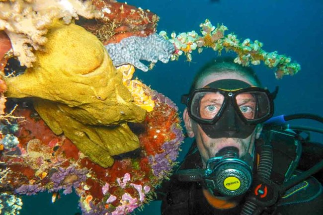 Olivier Nelis together with a Giant Frogfish