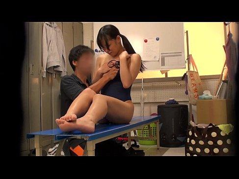 変態顧問にエロ指導をされ嫌がりながらも必死に耐える競泳水着の美乳娘のれイプ 動画 38.5度 動画