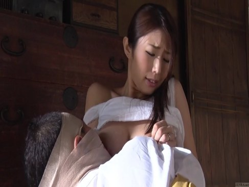 寝込んでる義父に巨乳を揉まれおまんこを犯される田舎の人妻のれイプ 動画 38.5度無料