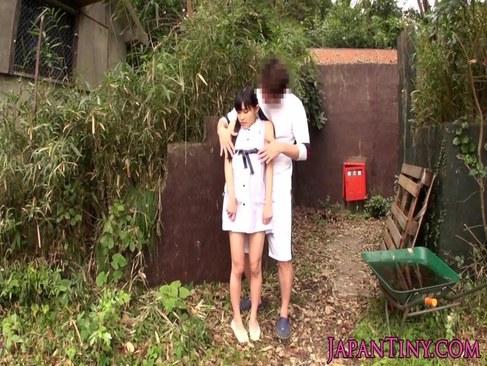山奥に拉致されパイパンおまんこを弄られる妹系貧乳娘のれイプ 動画 38.5度無料