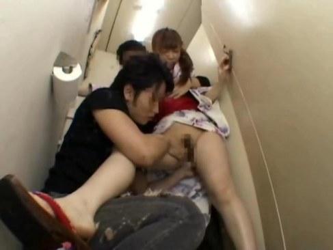 お祭り帰りの可愛い浴衣ギャルがトイレに連れ込まれ無理矢理犯されるれイプ 動画 38.5度 動画