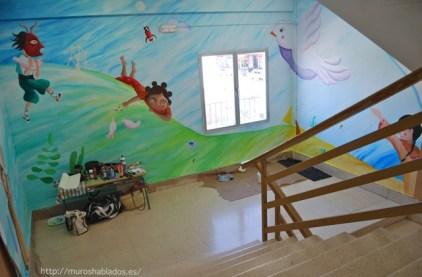 Vista del mural desde lo alto de la escalera
