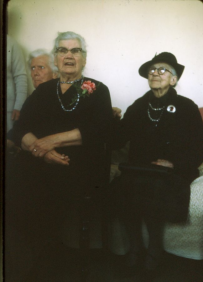 "Miemie McGregor (left) with ""Big"" Aunt Hettie in Paarl."