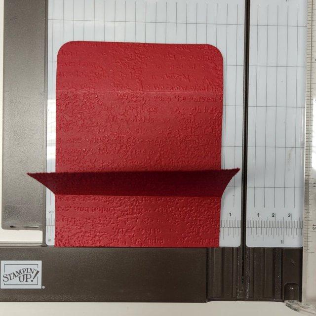 line up edges along trimmer frame