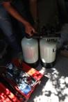 Två behållare arbetar växelvis och renas med...