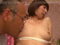 【おばさん】美人な熟女が親父に性感マッサージされ欲情していく熟女セックス動画