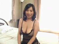 【おばさん】熟年女優の北原夏美が全身網タイツでセックスして中出しをおねだりしてるオバチャンノ-パン