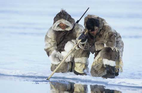 42-inuit-hunting