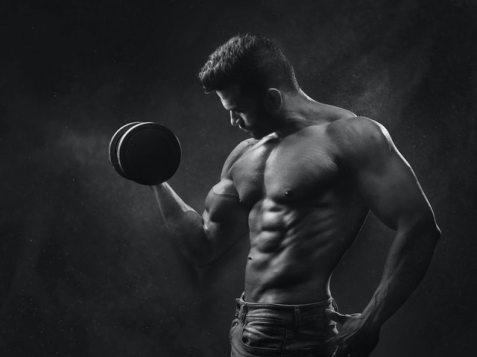 筋トレ初心者でもプロテインを飲んだ方が良い理由【筋肉を分解させるな!】