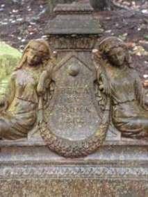 Tombe en fonte chapelle de Donville 19è siècle