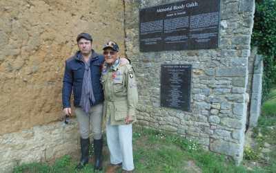 Bob Noody wird die pate des Memorial Museum Bloody Gulch