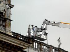 #ADayInTheLife Monitoraggio statue di coronamento di Palazzo Senatorio dei #MuseiCapitolini. #MuseumWeek