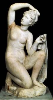 Afrodite accovacciata I secolo a.C. Marmo greco a grana grossa Già nella collezione Cesi in Borgo Roma, Museo Nazionale Romano, Palazzo Altemps (inv. 8565)