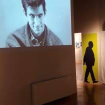 """""""Alfred Hitchcock. Nei film della Universal Pictures"""", Museo della Grafica - Palazzo Lanfranchi, Pisa, 7 aprile - 1 settembre 2019, una sala della mostra"""