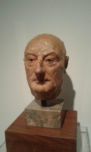 Busto en terracota del oliventino Juan Rodríguez