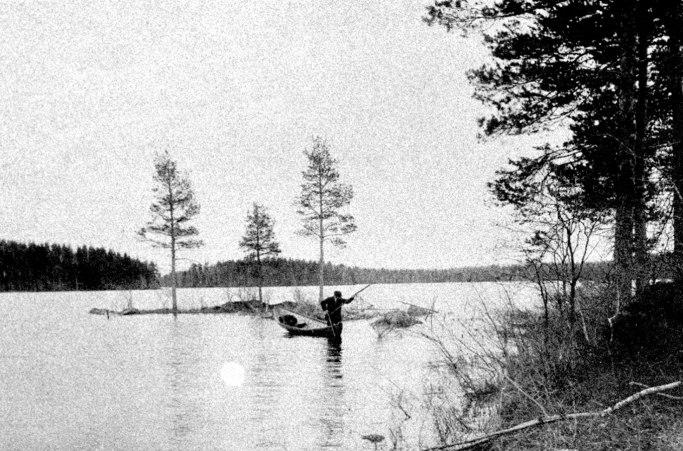 Kalastusta Pienellä Pyhävedellä 1890-luvun lopulla. Kuva: Mäntyharjun museo.