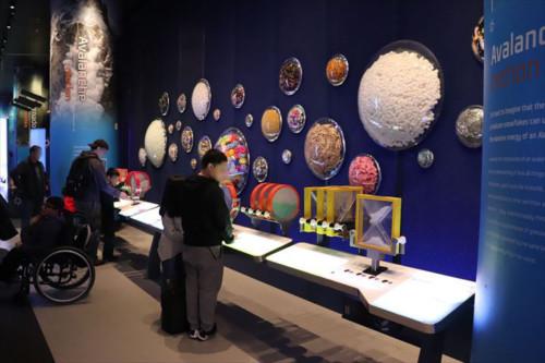 雪崩の展示