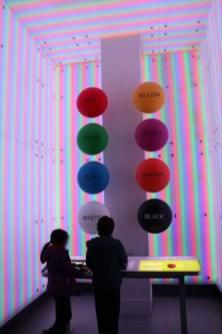 光の特性の展示