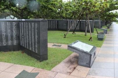 平和の礎には沖縄戦などで亡くなった方々のお名前が国籍や軍籍など問わず刻まれています